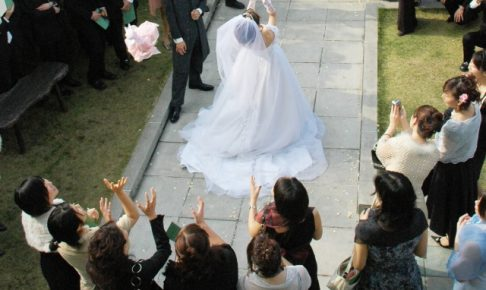 結婚式 ワンピース 黒